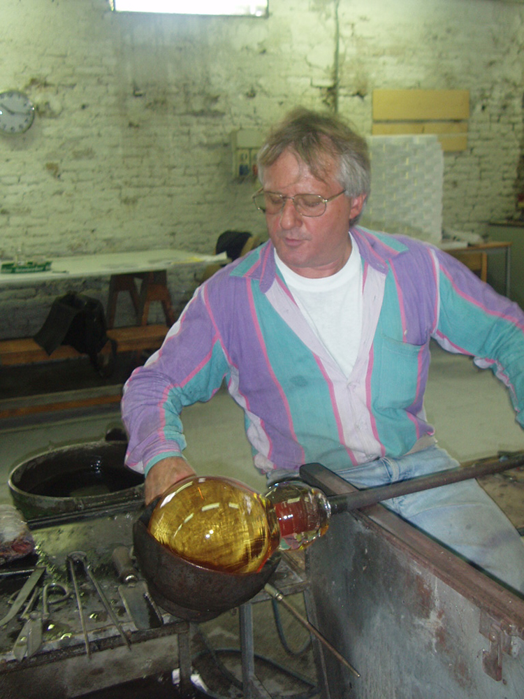 Venetian Tsukimi: work in production with Maestro Danilo at Berengo Glass Studio, Murano, 2007